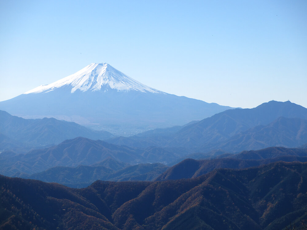 三頭山の登山風景